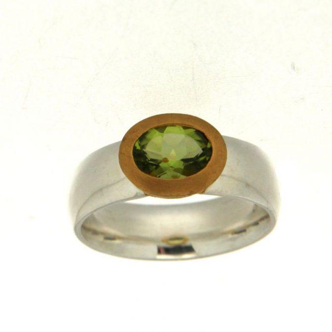Zilveren ring met Peridot