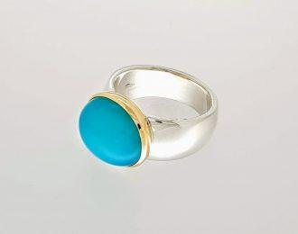 Zilver en gouden ring met chalcedoon.