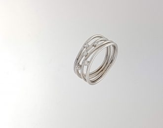 Witgouden ring met diamant.