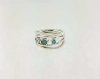 Witgouden ring met blauwe diamant