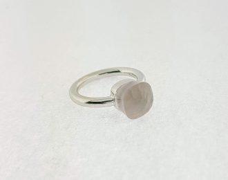 "14 karaat witgouden ring met ""Pomellato like"" Rosequarts knop"