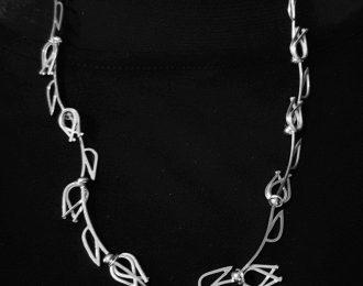 Zilveren handgemaakt Uniek tulpjes collier.