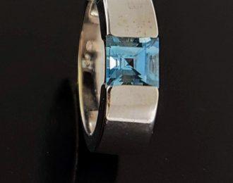 witgouden ring Aquamarijn