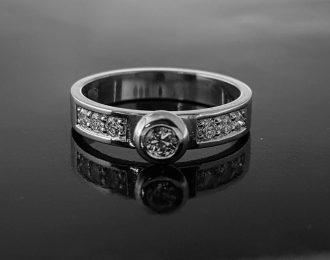 18 Karaat witgouden ring met diamant