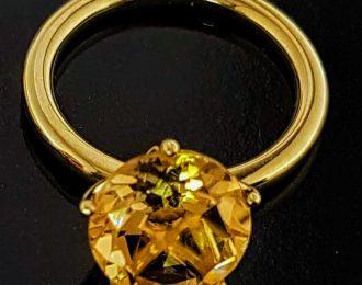 14 Karaat geelgouden ring met Champagne Citrien genaamd Penta.