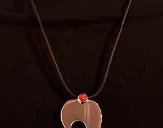 Zilveren hanger met bloedkoraal, handgemaakt