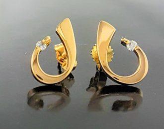 14 karaat geelgouden moderne oorknoppen met diamant