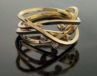 Gouden ring met diamantjes