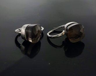 Witgouden oorhangers met rookkwarts Pomellato-like.