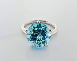 14 karaat witgouden Tuimelpenta ring met Topaas Suisse Blue 12 mm