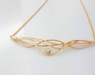 14 karaat rosé gouden handgemaakt collier met diamant. Wave-action.
