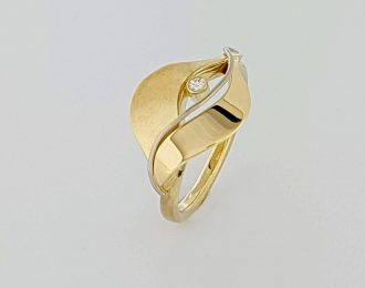 14 karaat geelgouden handgemaakte ring genaamd: Streaming