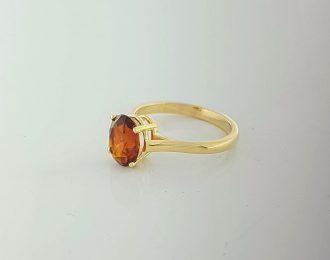 Gouden ring met ovale bruine citrien, palmier kleur. Handgemaakt unicum van 14 karaat geelgoud