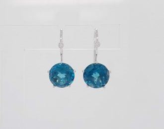 Witgouden Penta oorhangers met Topaas London Blue en diamantjes