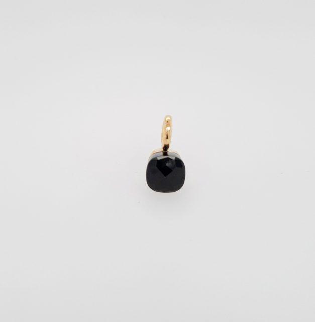 Gouden hanger met zwarte Jade