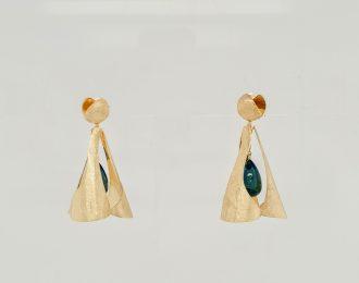 14 Karaat gouden oorhangers met Topaas London Blue, handgemaakt uit eigen atelier.