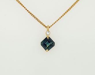 Gouden vierkante blauwe saffierhanger met briljant.